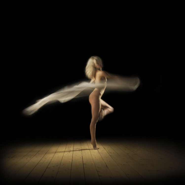 Dancer in the Dark - White Streak - Image 0