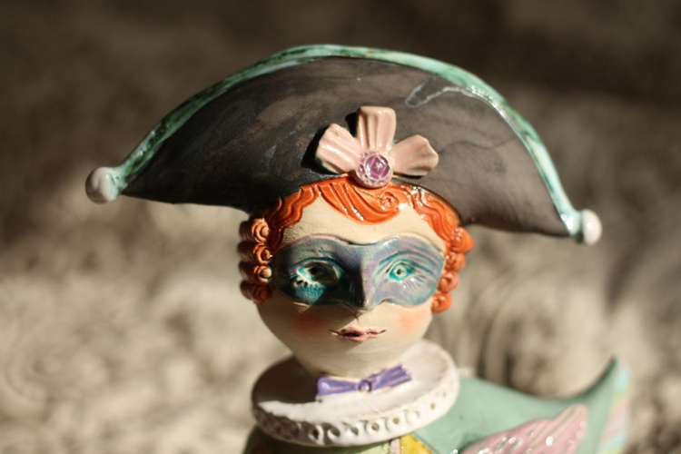 Masked bird.. Ceramic sculpture - Image 0