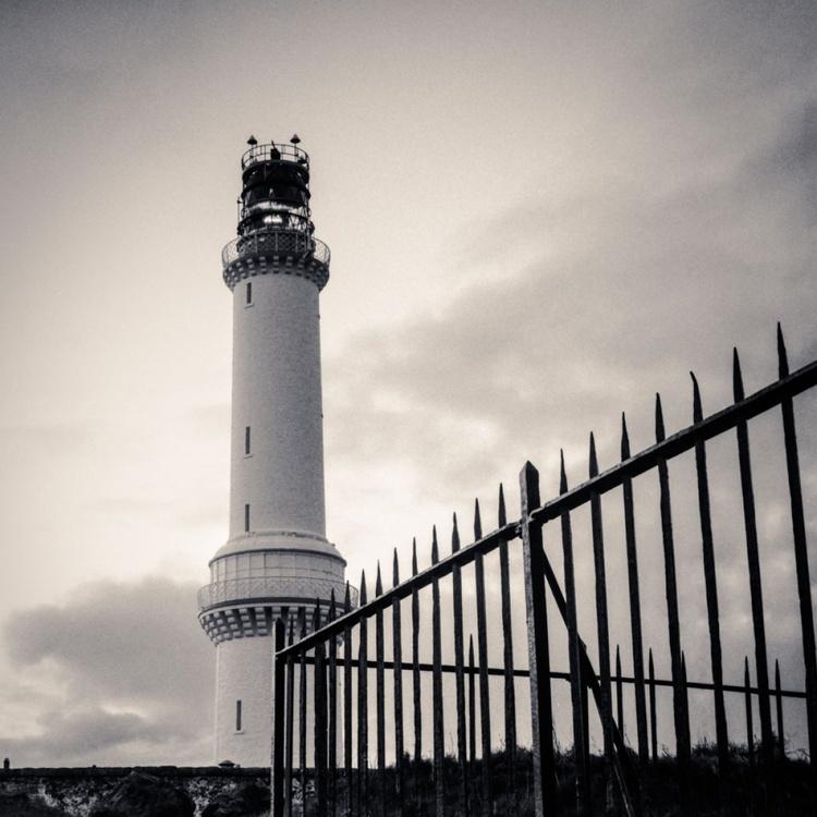 Girdle Ness Lighthouse - Image 0