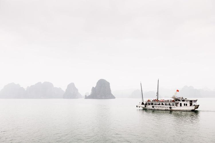 Misty Ha Long Bay (119x84cm) - Image 0