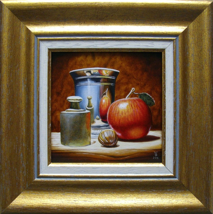 Red apple in silver - Image 0