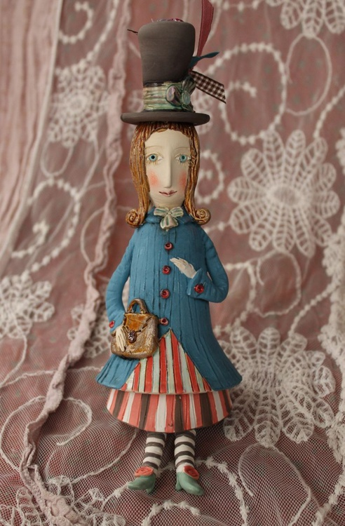 Vintage dressed girl with a handbag. Small ceramic sculpture, bell-doll - Image 0
