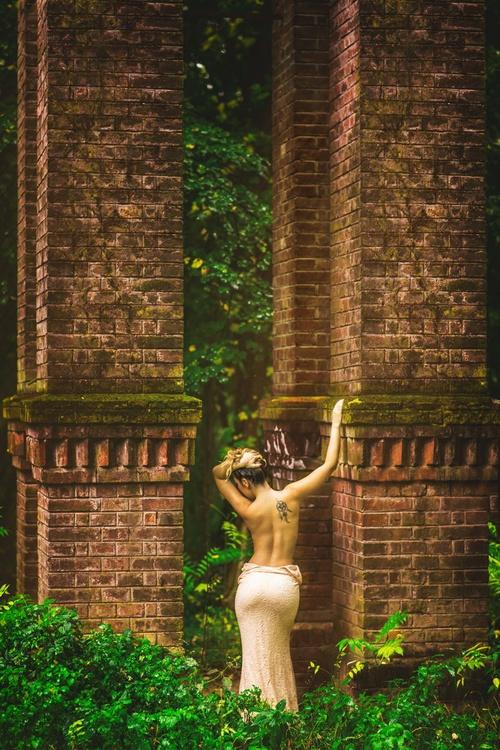Lady in the rain II - Image 0
