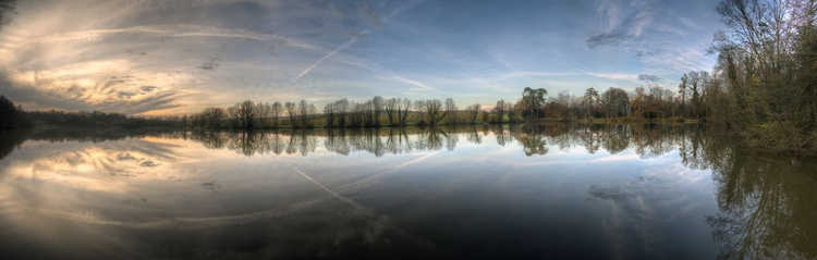 Evening on the pond. - Image 0
