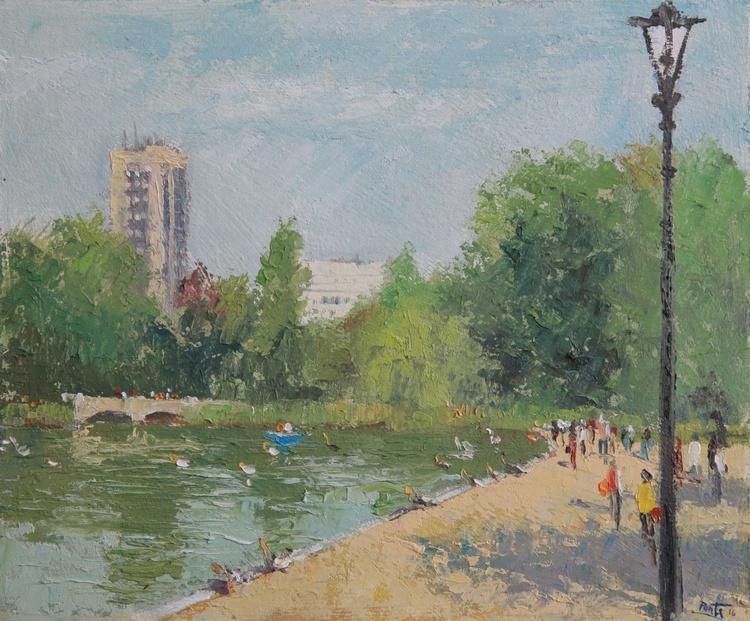 Hyde Park, Sunday afternoon London - Image 0