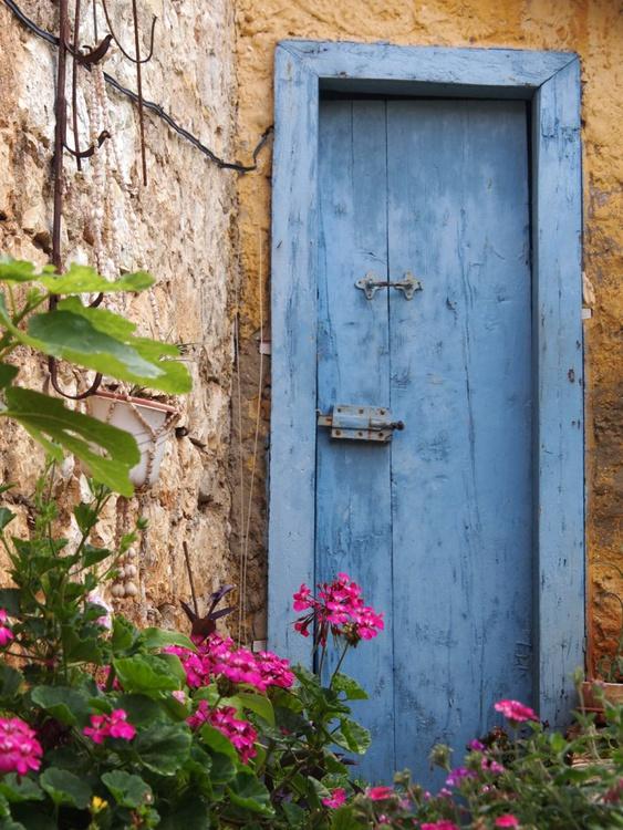 Blue door - Image 0
