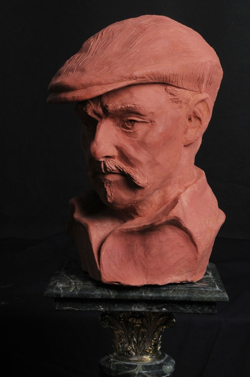 Original Portrait bust sculpture Man in hat, Pre-Raphaelites Series- Linnaeus - Image 0