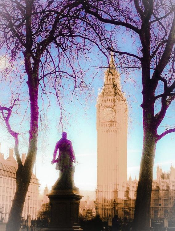Looking at Big Ben - Image 0