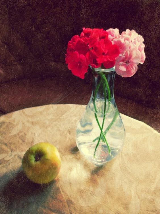 Geranium and apple - Image 0