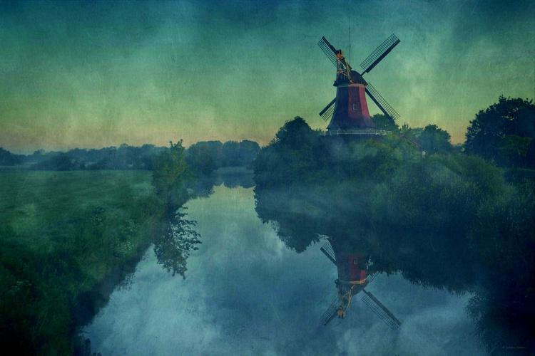 Red Mill / Greetsiel - Canvas 75 x 50 cm - Image 0