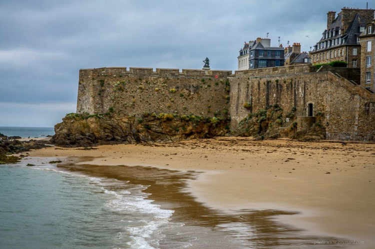The wall of St Malo - Image 0