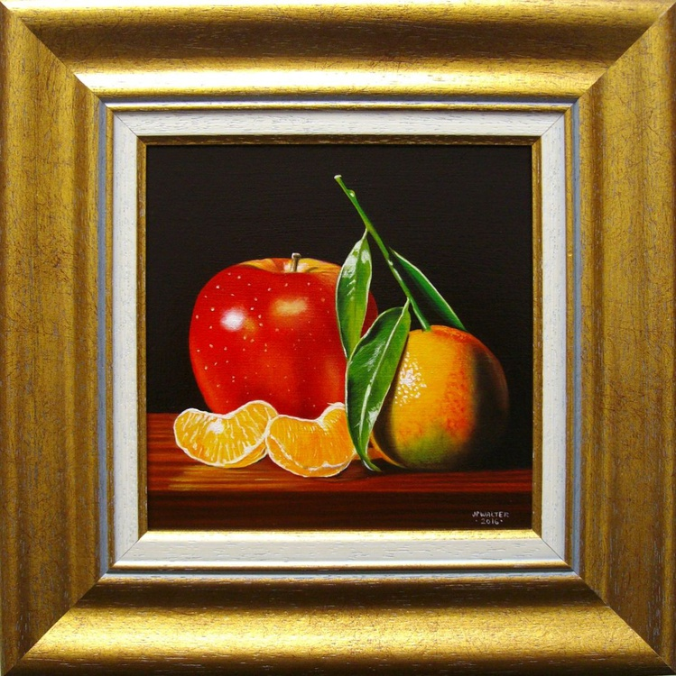 Red apple and clementine - Image 0