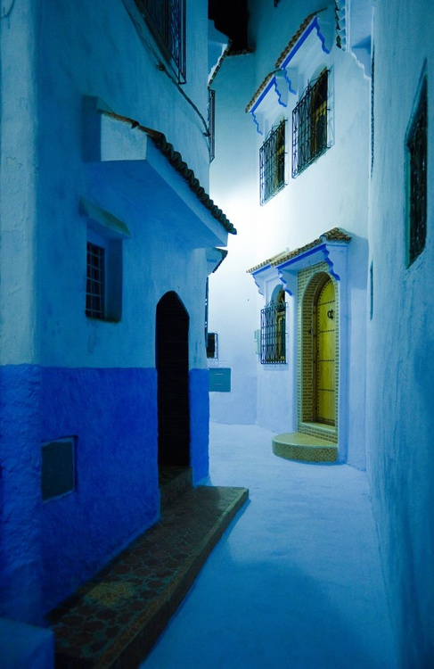 Night in Chefchaouen. (84x119cm) - Image 0