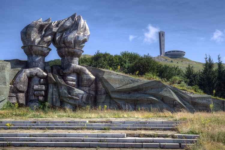 Monumental -