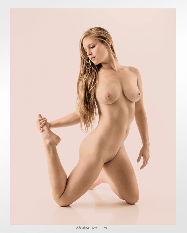 Emily, Bended Knee in Pink - Limited edition 2/10 - Image 0