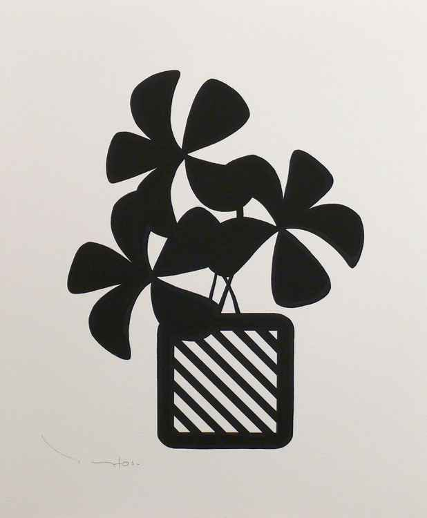 Three black flowers with pot 03 -  Tehos -