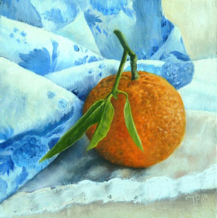 Mandarin with blue fabric - Image 0