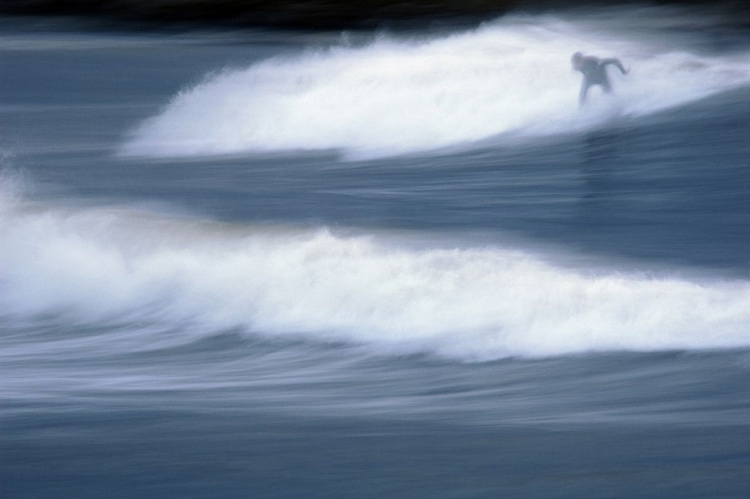 """""""Surfing the winter sea"""" - Image 0"""