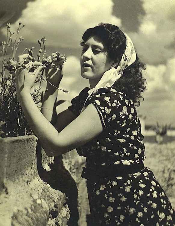 Celia Admira La Flor, c. 1953 • Samuel Gutierrez, Foto Estudio Paris, Jalisco, Mexico • Ltd Edit. Silver Rag Print