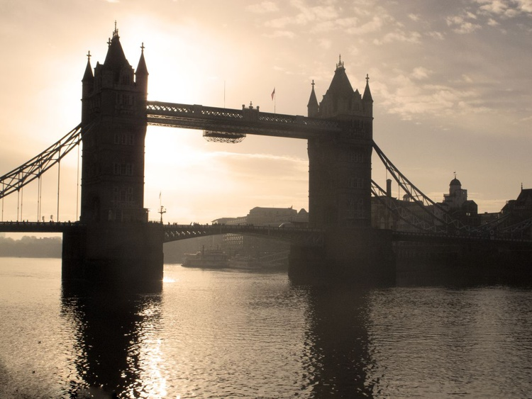 """TOWER BRIDGE SILHOUETTE (Limited edition  1/50) 16""""x 12"""" - Image 0"""