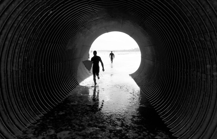 TUNNEL SURFING - Image 0