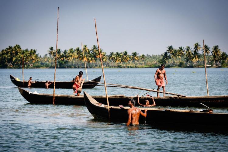 Mussels Pickers, Kerala Backwaters. (59x42cm) - Image 0