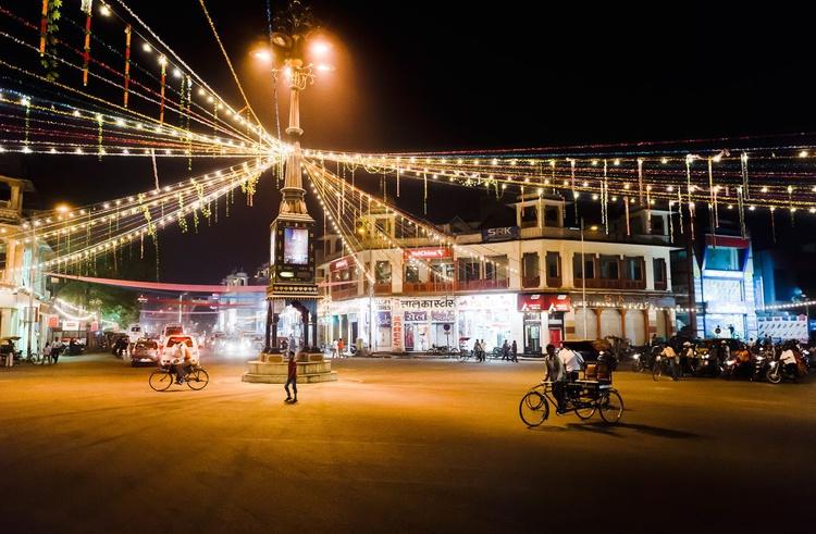 Streets of Jaipur. (29x21cm) - Image 0