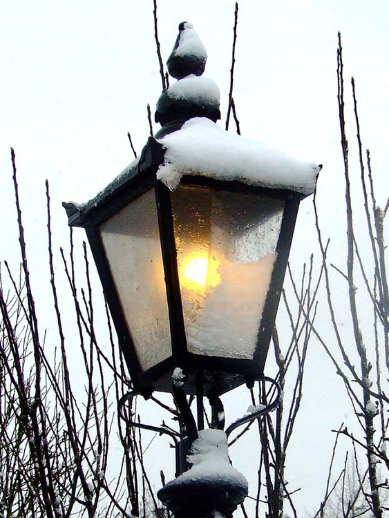 """SNOWY STREETLAMP  (LIMITED EDITION) 16"""" X 12"""" - Image 0"""