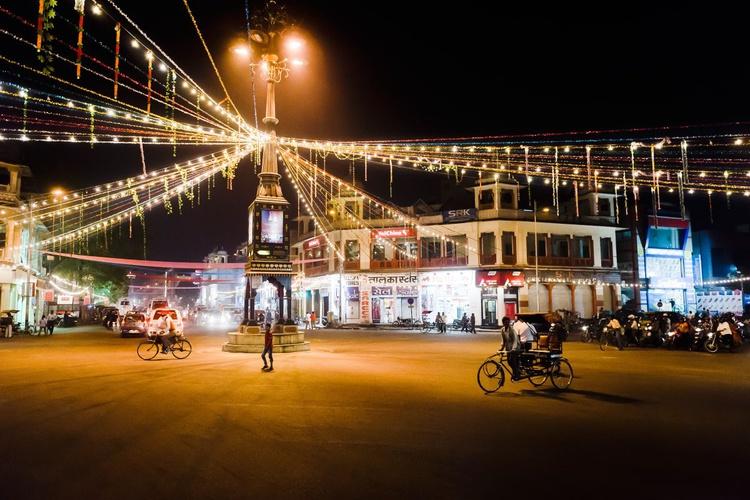 Streets of Jaipur. (59x42cm) - Image 0