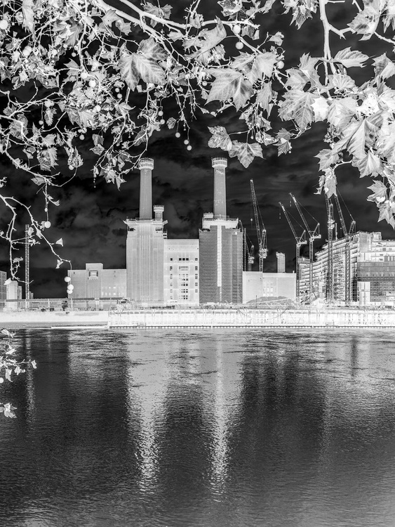 """BATTERSEA POWER STATION 2015 B&W NO2   Limited edition  1/150 8""""X12"""" - Image 0"""