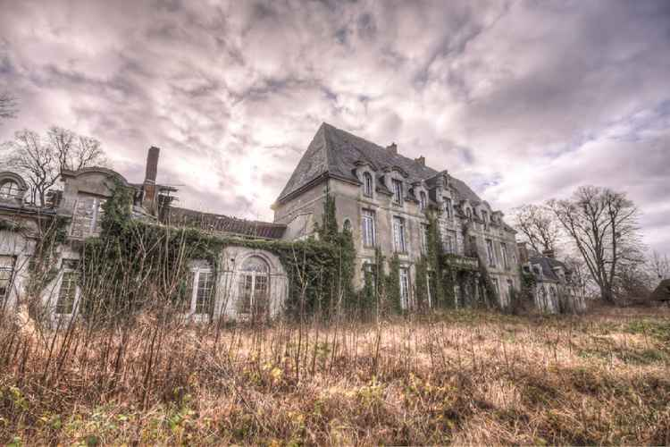 Sparrow Deed Manor -