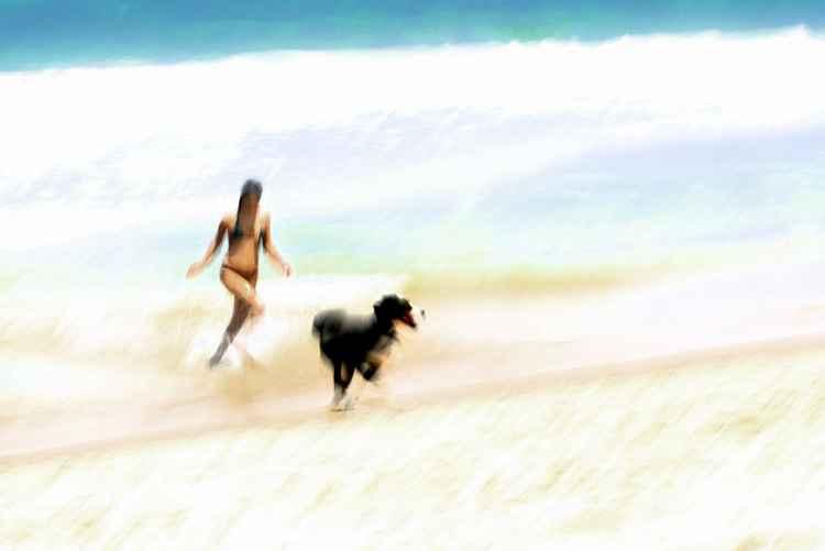 Chica con perro 1