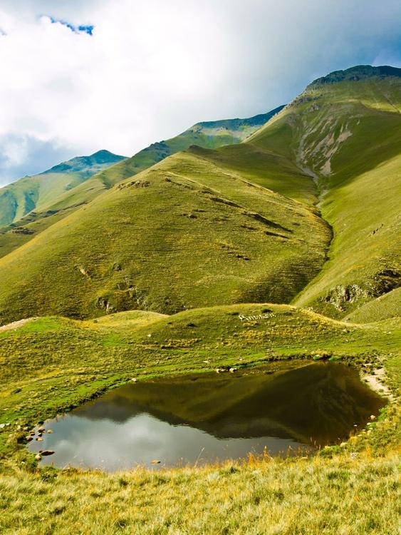 Mountain lake - Image 0