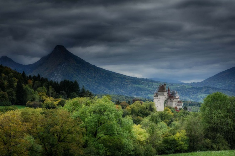 The castle in the Alps - Image 0
