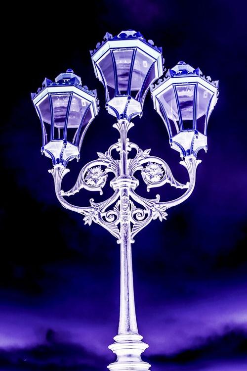 "Putney Streetlamp NO:1  Limited edition  1/20 20""x30"" - Image 0"