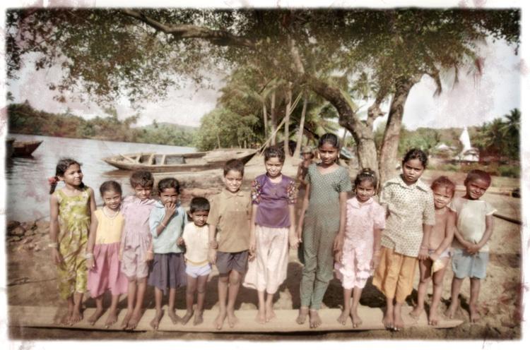 Row of Children (India) - Image 0