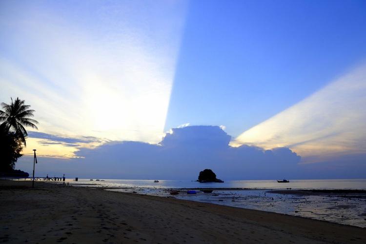Sunset on Tioman Island Malaysia - Image 0