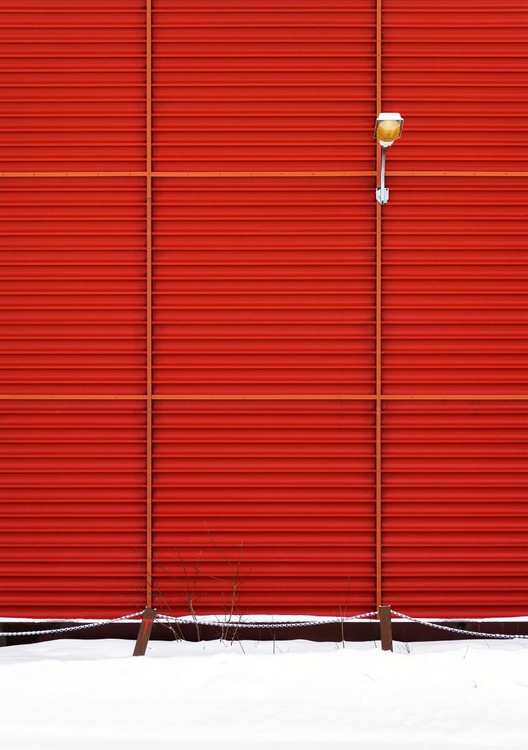 Red Wall in Mosjøen, Norway I. (84x119cm) - Image 0