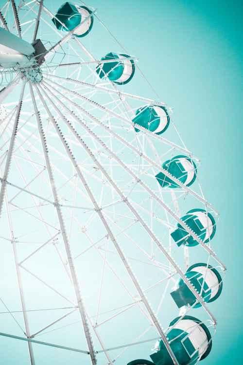 Ferris wheel. Green -