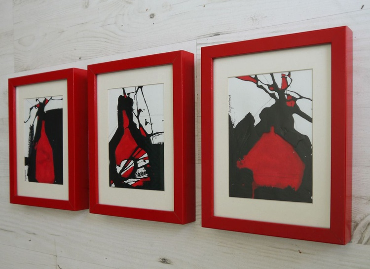 Red Vase Triptych - 3 x 26.5cm x 20cm x 3.5cm, ready to hang - Image 0