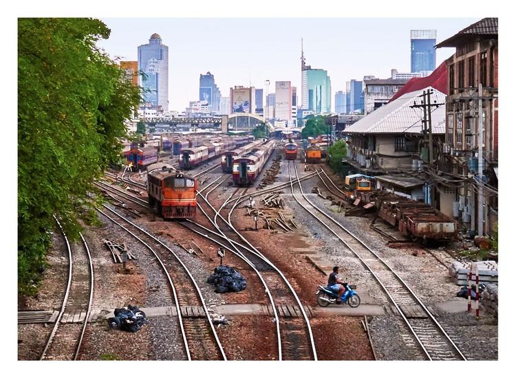 Hua Lamphong Train Station, Bangkok. - Image 0