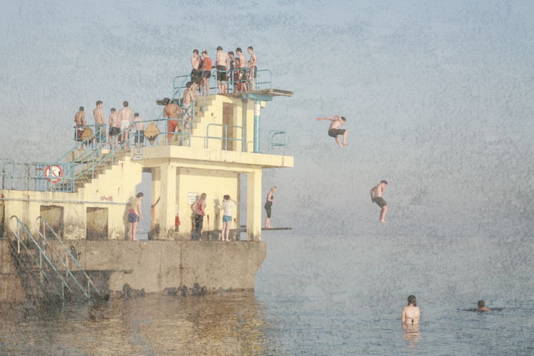 People jumping off Pier in Ireland - Image 0