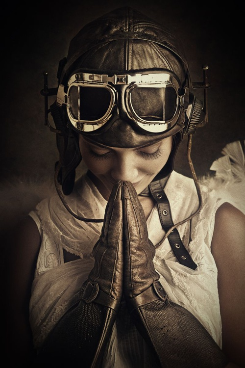 Praying Aviatrix Angel - Image 0