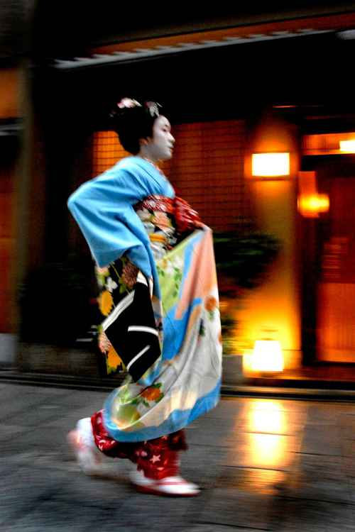 Maiko in Blue -