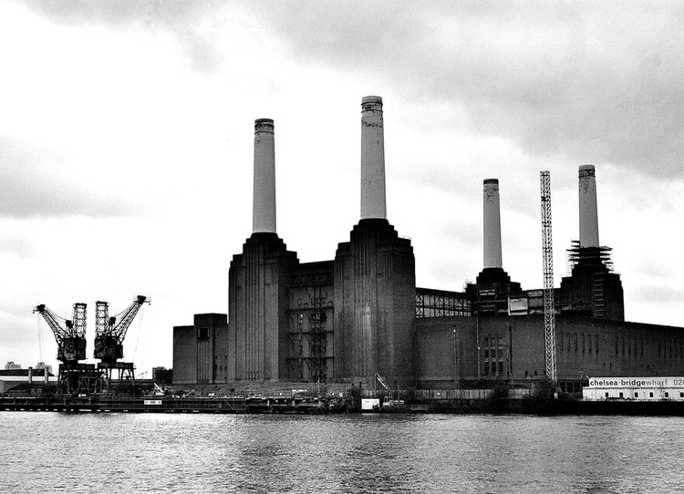"""BATTERSEA POWER STATION B&W: London(Limited edition  5/50)  16""""X12"""" - Image 0"""
