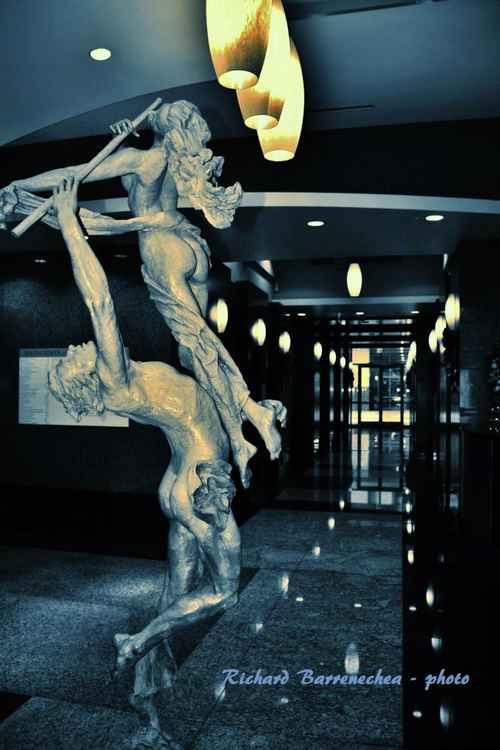 Orlando Down Town statue -
