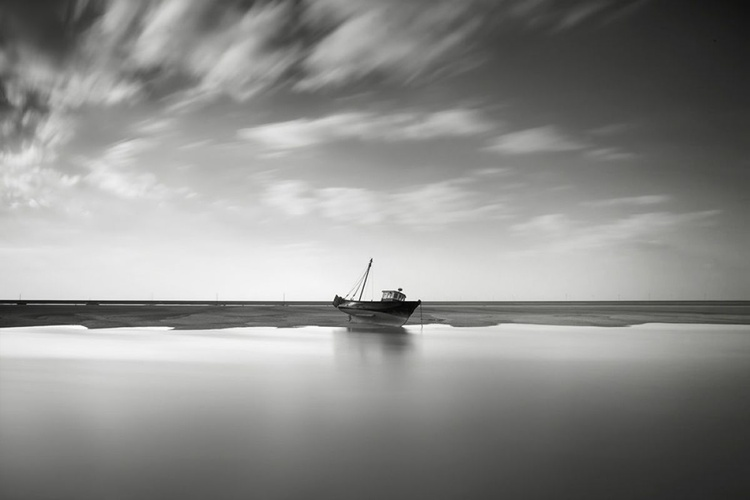 Fishing boat at rest - Image 0
