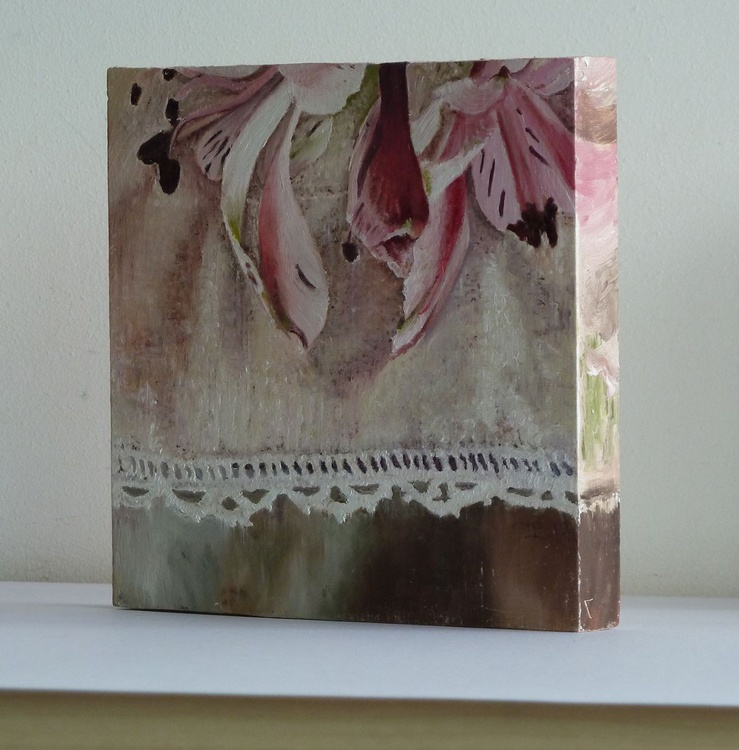 Pink lilies with lace edged linen - Image 0