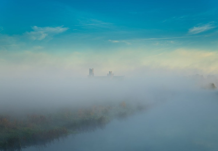 Ely Cathedral emerges from autumnal mist - Image 0