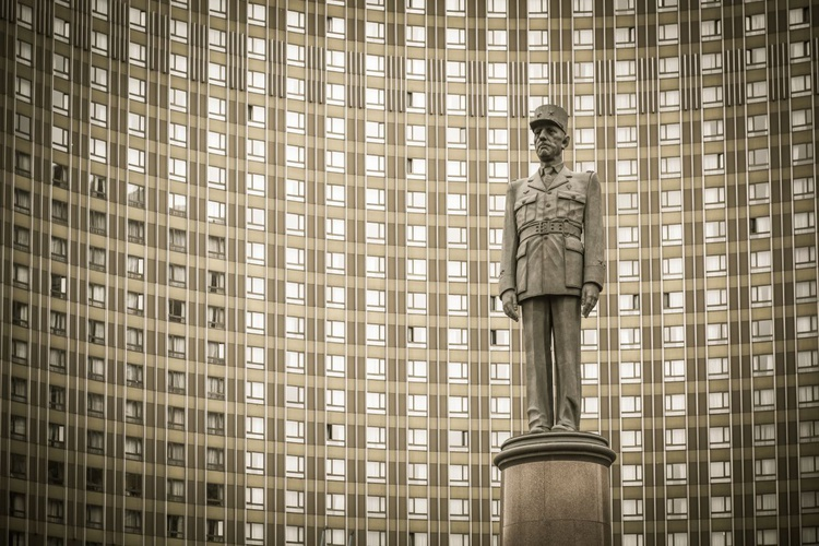 Monument to Charles de Gaulle. - Image 0